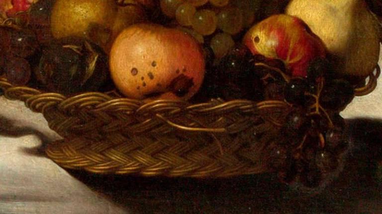 Duas hastes de vime soltas saindo da cesta parecem revelar um antigo símbolo cristão