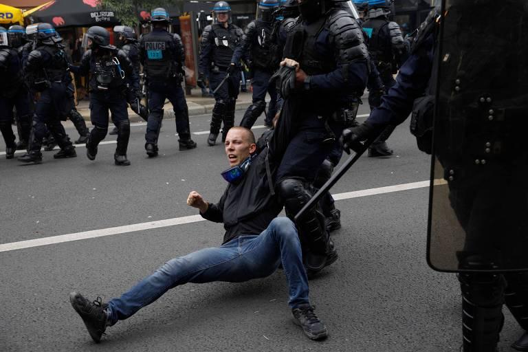 Protestos contra passe vacinal reúnem mais de 200 mil na França