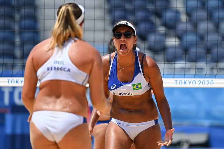 Brasil vence por 23 a 21 e fecha o segundo set. Ana Patricia/Rebecca avançam às quartas de final.