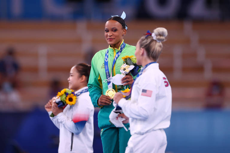 Brilho de Rebeca nas Olimpíadas gera apoio de Biles e elogios de rival americana