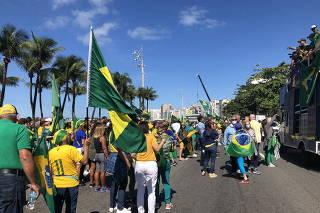 APOIADORES DE BOLSONARO PROTESTAM EM COPACABANA
