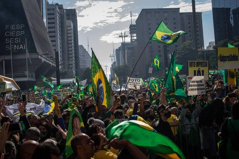 Bolsonaristas fazem atos pelo país em defesa do voto impresso