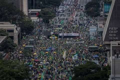 Bolsonaro mobiliza reservas que sobraram e coloca centrão diante de impasse
