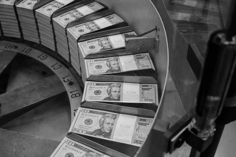 Dólar fora do lugar