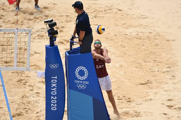Os brasileiros Bruno Schmidt e Evandro Junior perdem para letões Plavins e Tocs por 2 sets a 0 parciais de 19 x 21 e 18 x 21