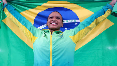 (210801) -- TOKYO, Aug. 1, 2021 (Xinhua) -- Rebeca Andrade of Brazil celebrates after crowning the women's vault final of the artistic gymnastics competition at Tokyo 2020 Olympic Games in Tokyo, Japan, on Aug. 1, 2021. (Xinhua/Cao Can)