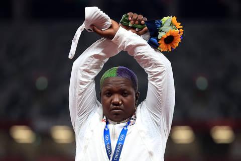 Protesto de Raven Saunders, negra e LGBTQIA+, é teste para COI em Olimpíadas da saúde mental