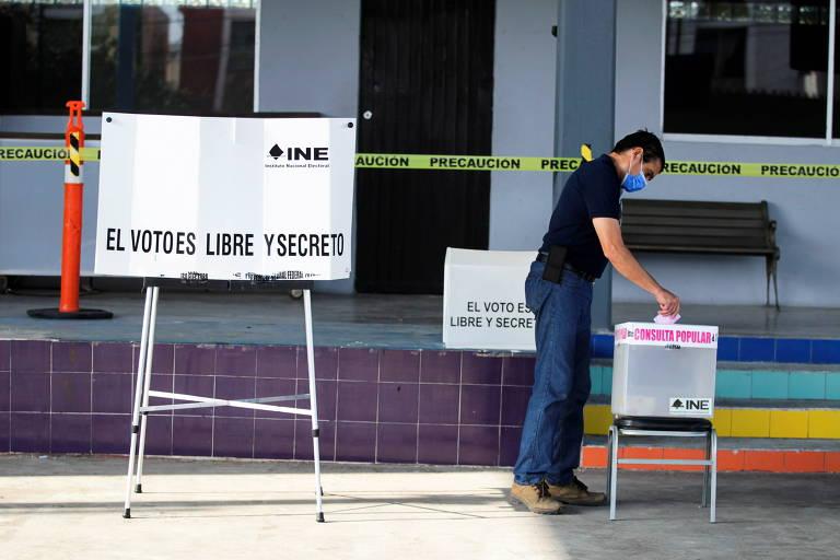 Mexicano participa de plebiscito sobre investigar ou não ex-presidentes do país