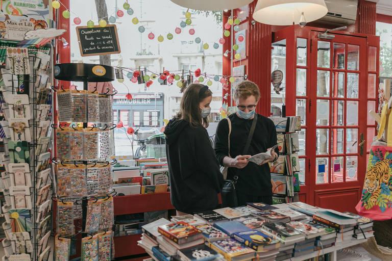 Adolescentes franceses usam passe cultural para adquirir produtos de massa