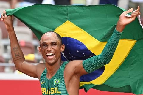 Alison dos Santos 'xaveca o momento' e leva o bronze nas Olimpíadas