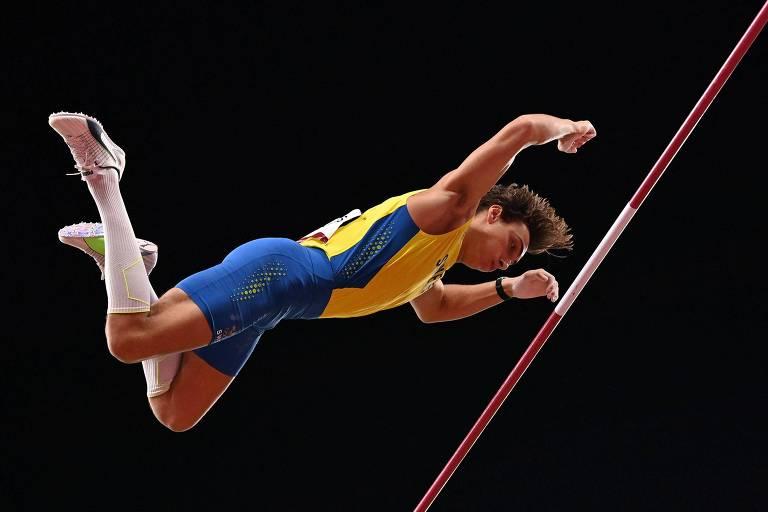 Armand Duplantis conquistou a medalha de ouro no salto com vara em Tóquio