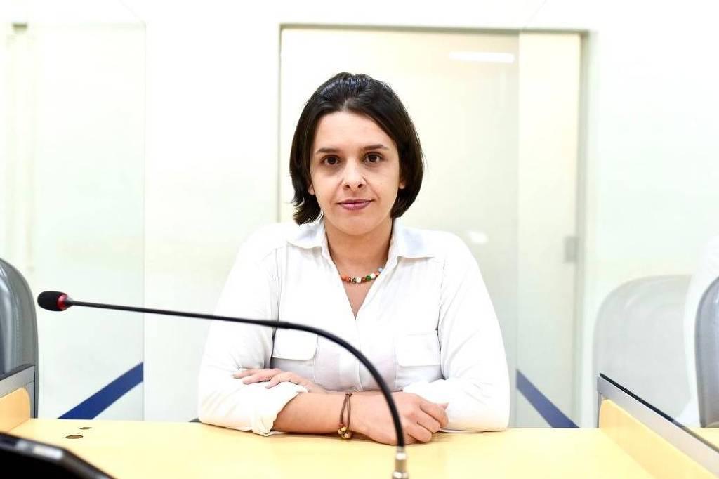 Justiça determina que vereador bolsonarista exclua vídeo em que sugere ácido sulfúrico a parlamentar