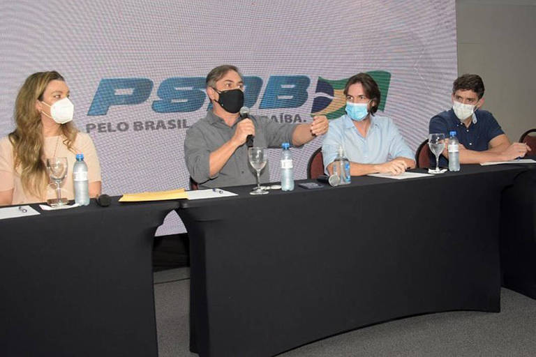 Candidato de Bolsonaro ao governo da Paraíba recebe apoio do PSDB