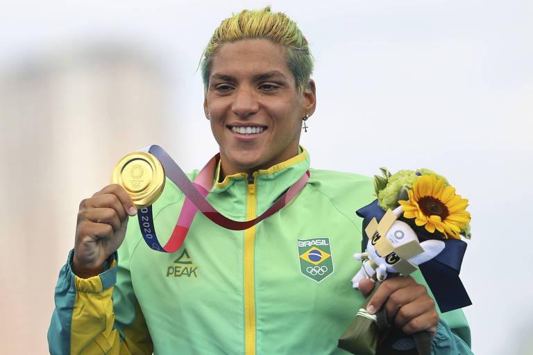 Ana Marcela Cunha é campeã olímpica na maratona aquática em Tóquio