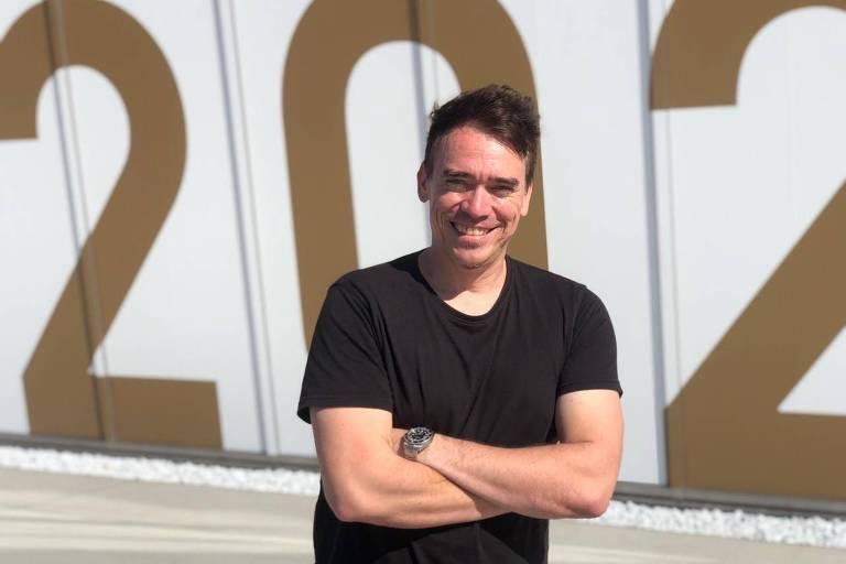 O austríaco Michael Staribacher, conhecido como DJ Stari, anima os jogos de vôlei com Anitta e Pabllo Vittar