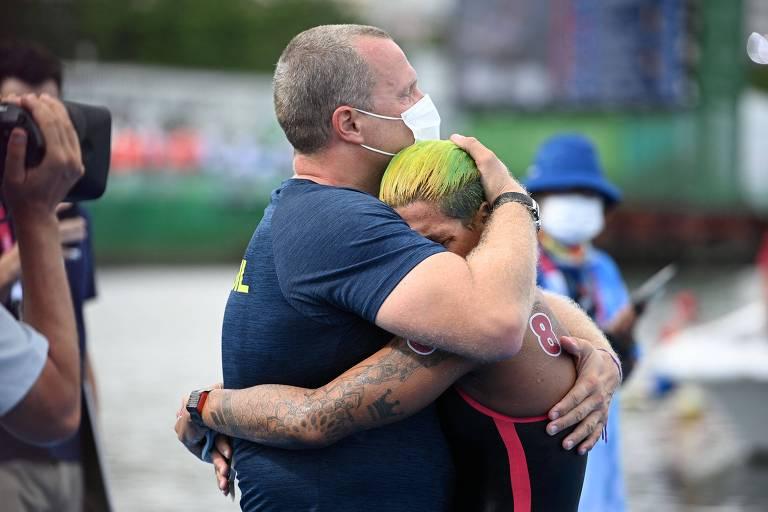 Reencontro com técnico e preparação na Espanha levaram Ana Marcela ao ouro