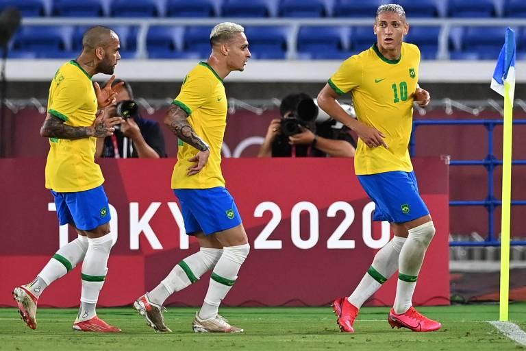 FIQUE DE OLHO: Com Daniel Alves (esq.), Antony e Richarlison em grande fase, a seleção masculina de futebol busca o bicampeonato olímpico na final contra os espanhóis