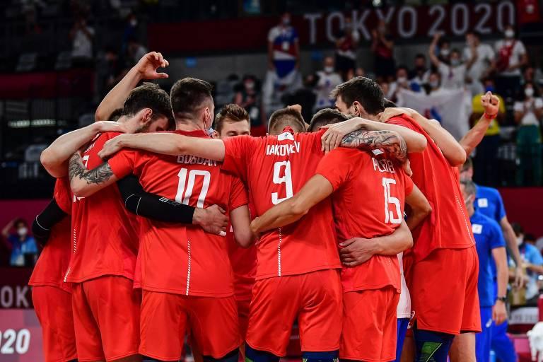 Jogadores da Rússia comemoram sua vitória na semifinal
