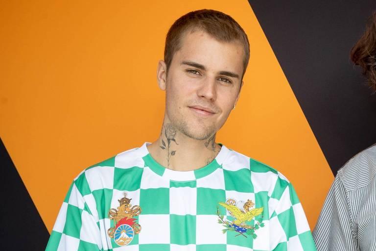 Justin Bieber se desculpa por elogiar cantor acusado de racismo