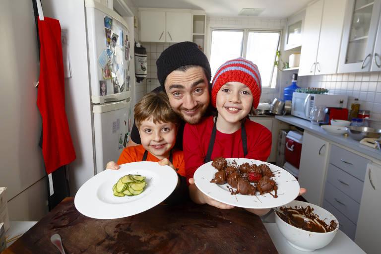 Patrick Bragato com os filhos Louis e Daniel