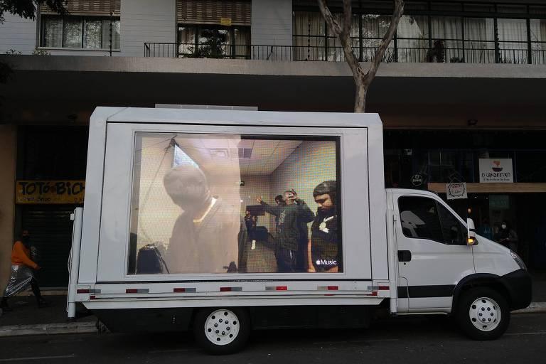 Carro transmite Kanye West ao vivo nas ruas de São Paulo e os seus fãs ficam confusos