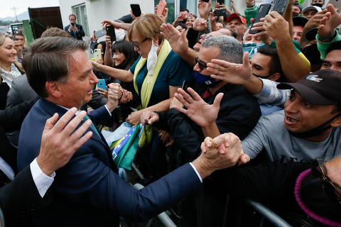 Bolsonaro chama Renan de 'bandido' e diz que senador 'está de sacanagem' com relatório de CPI