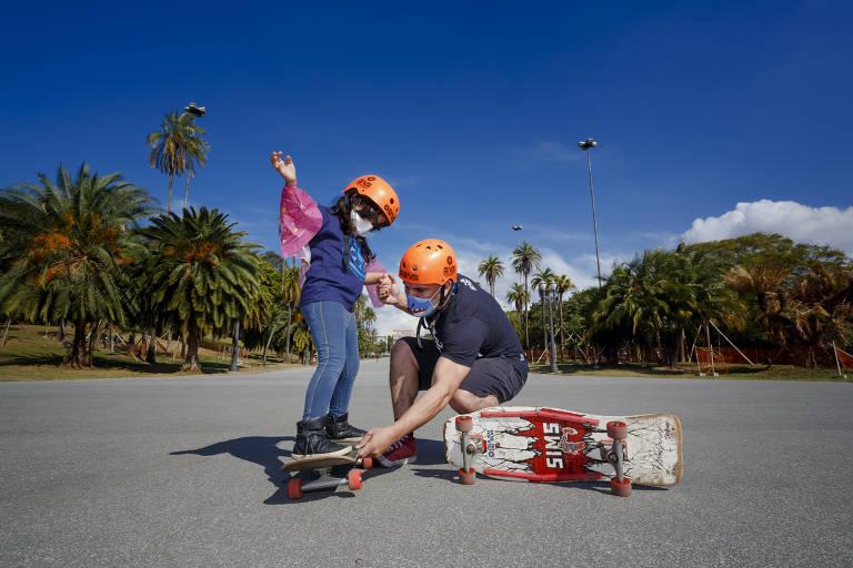 Efeito Rayssa atrai meninas para aulas de skate em São Paulo