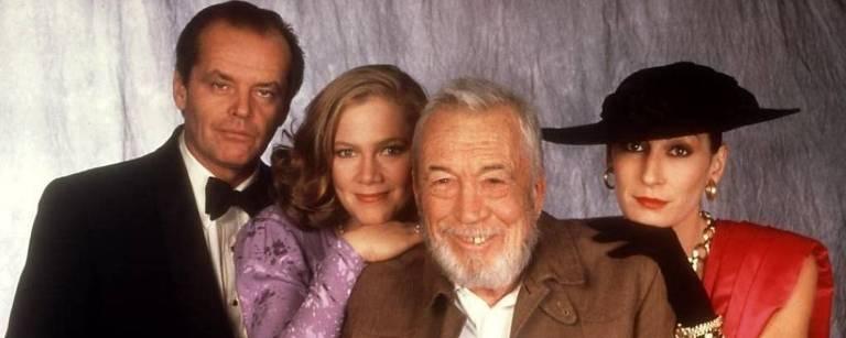 "hleen Turner, Angelica Huston e o diretor John Huston, no set de ""A Honra do Poderoso Prizzi"""