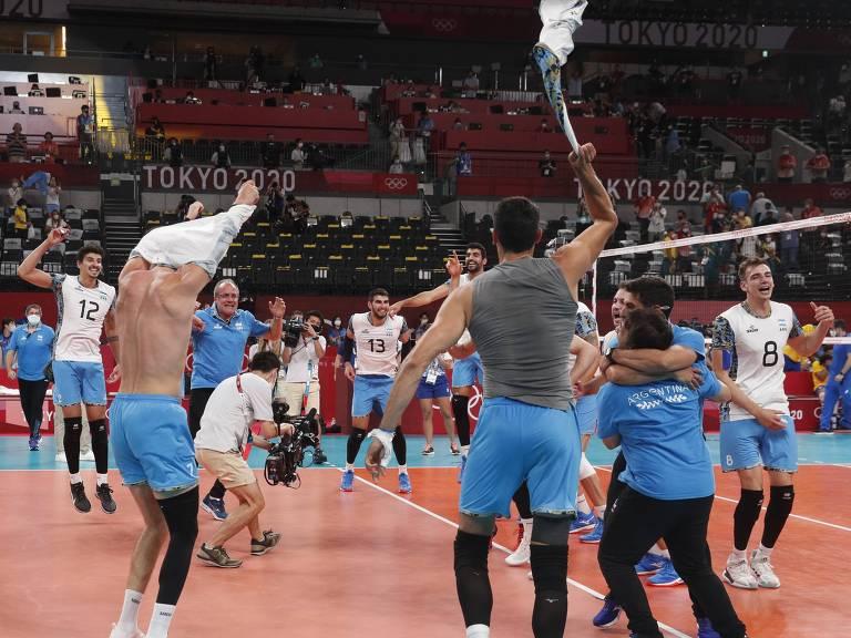 Argentina repete Olimpíadas de Seul-1988 e toma o bronze do Brasil no vôlei