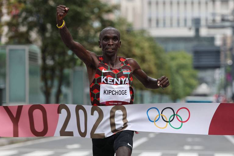 Queniano Kipchoge confirma favoritismo e conquista bi olímpico na maratona