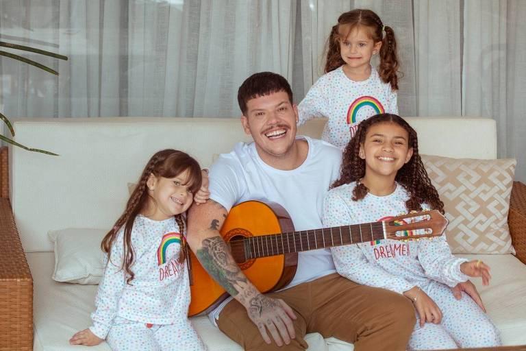 No Dia dos Pais, Ferrugem comemora 30 milhões de acessos à sua música
