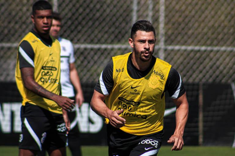 Santos e Corinthians têm clássico para engrenar após início irregular no Brasileiro