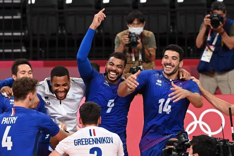 Franceses comemoram a conquista do ouro no vôlei masculino; país nunca tinha chegado nem às semifinais dos Jogos Olímpicos