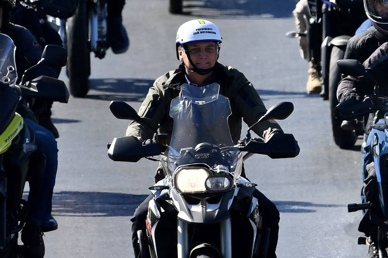 Bolsonaro promove nova motociata em Brasília
