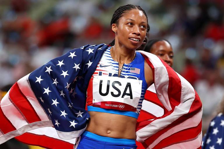 Allyson Felix comemora o ouro no revezamento 4 x 400 m em Tóquio, sua 11ª medalha olímpica
