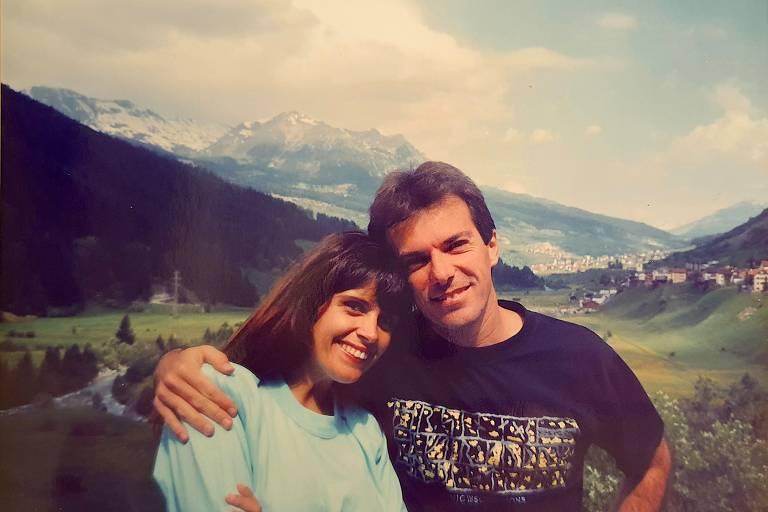 Casal registra seus mochilões pela Europa nos anos 1980