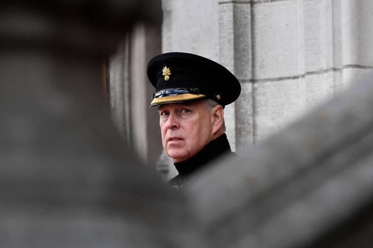 Príncipe Andrew é denunciado por abuso sexual no caso Jeffrey Epstein