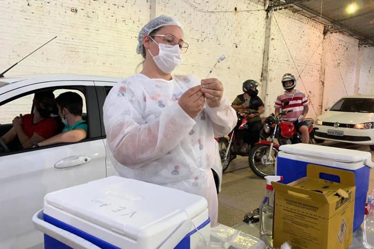 Cidade de Assis (434 km de SP) promoveu o Vacinafest, evento que virou a madrugada e aplicou mais de 4.500 doses da vacina contra a Covid-19 entre a manhã de terça-feira (10) e a manhã de quarta-feira (11)