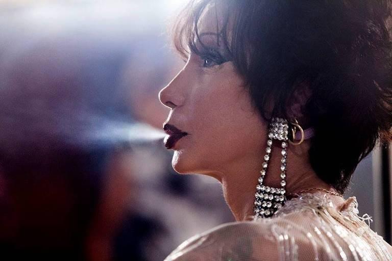 A travesti Luana Muniz em cena no seu documentário
