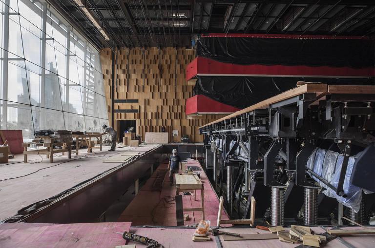 Veja a preparação do Teatro B32, novo espaço cultural de São Paulo, para a abertura