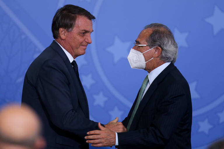Presidente Jair Bolsonaro ao lado do ministro Paulo Guedes (Economia)