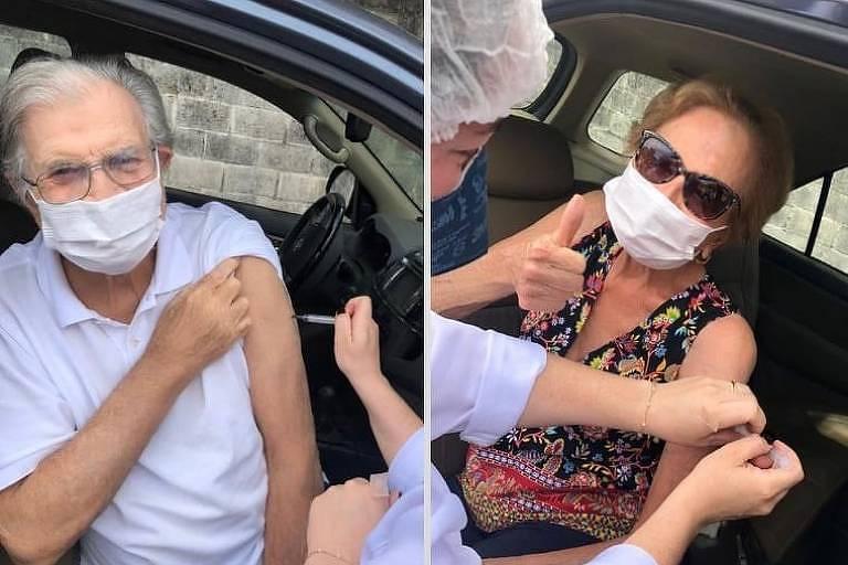 Montagem de duas fotos de dois idosos brancos sentados no banco de um carro recebendo a vacina