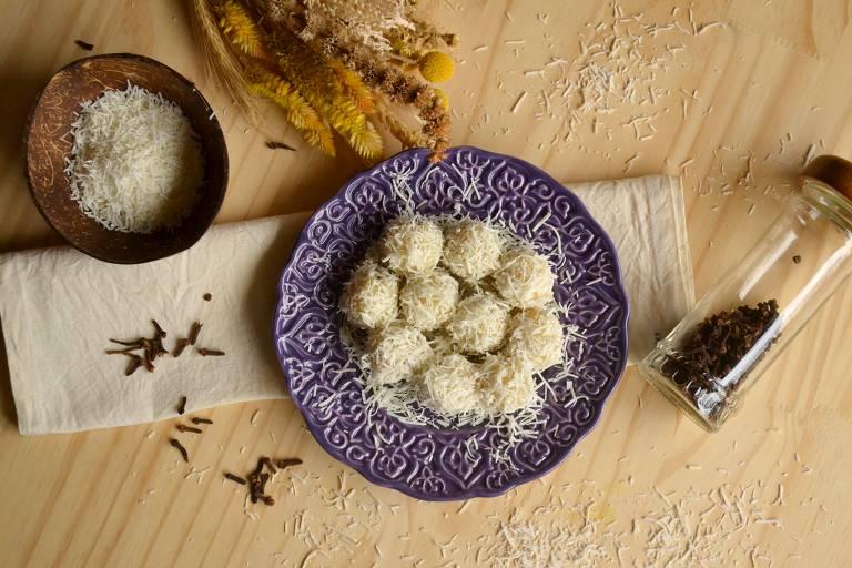 Aprenda a preparar receita diferente de beijinho de coco