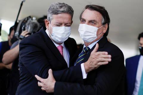 Bolsonaro oscila entre partidos do centrão, mas avança sobre filiação ao PP