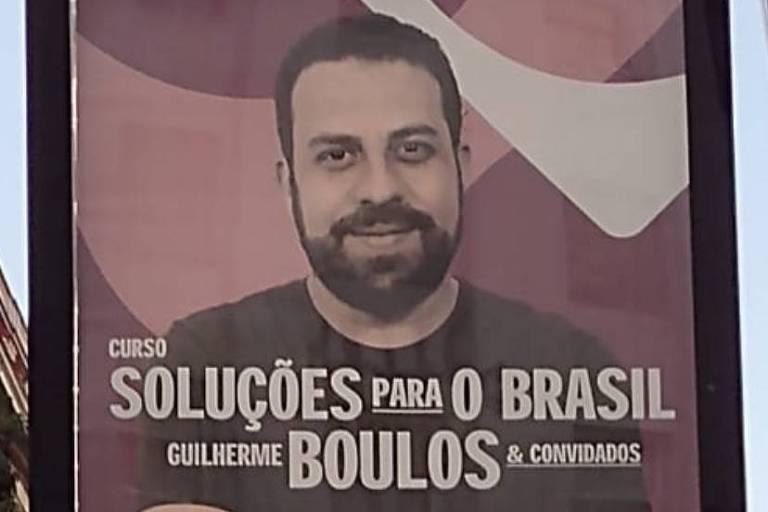 Boulos denuncia prefeito de SP à ouvidoria após retirada de cartazes de curso coordenado por ele