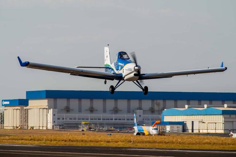Primeiro voo do avião elétrico Ipanema, desenvolvido pela Embraer, em Gavião Peixoto (SP)