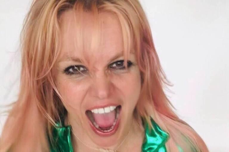Britney Spears publica fotos nua de viagem nas redes sociais