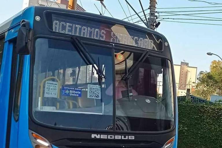 Motorista é demitido por colocar 'Palmeiras não tem Mundial' em letreiro de ônibus
