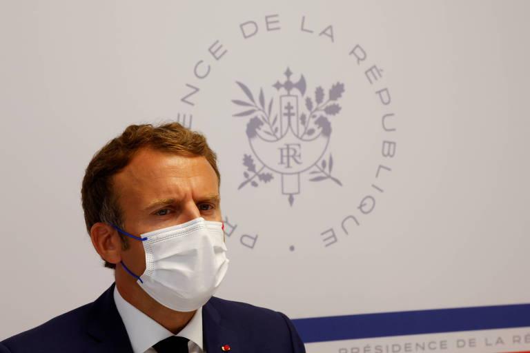 Presidente francês, Emmanuel Macron, participa de um Conselho de Defesa em seu país