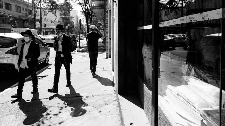 SAO PAULO, SP, BRASIL.- 23.07.2021 -  Especial de bairros do Guia. Ensaio fotográfico das ruas do Bom Retiro e Luz. Comercio e movimentação de pessoas na região. Rua Prates - (foto: Rubens Cavallari/Folhapress, GUIA)